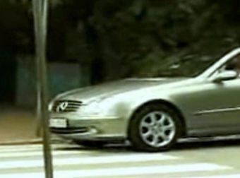 Εκνευρισμένος οδηγός κορνάρει επίμονα σε γιαγιά που περνάει τη διάβαση – Η εκδίκησή της; Επική! (Video)
