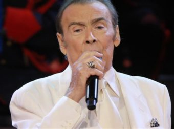 «Ο Τόλης Βοσκόπουλος τραγουδούσε με κορτιζόνη και παρουσία γιατρού για να μην ακυρωθούν οι παραστάσεις»