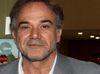 Με κοιλιακούς στα 59 του ο Παύλος Ευαγγελόπουλος – Έκανε χαμό στην Πάρο