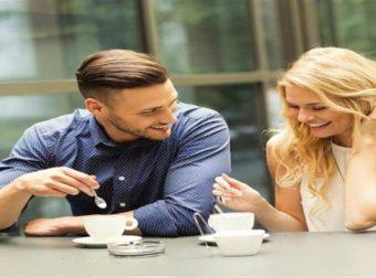Πρώτο ραντεβού: Ποιες κινήσεις φανερώνουν ότι σε θέλει