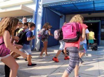 Παράκρουση στα σχολεία: Αυξάνονται τα κρούσματα στους ανήλικους και οι αρνητές εγκληματούν